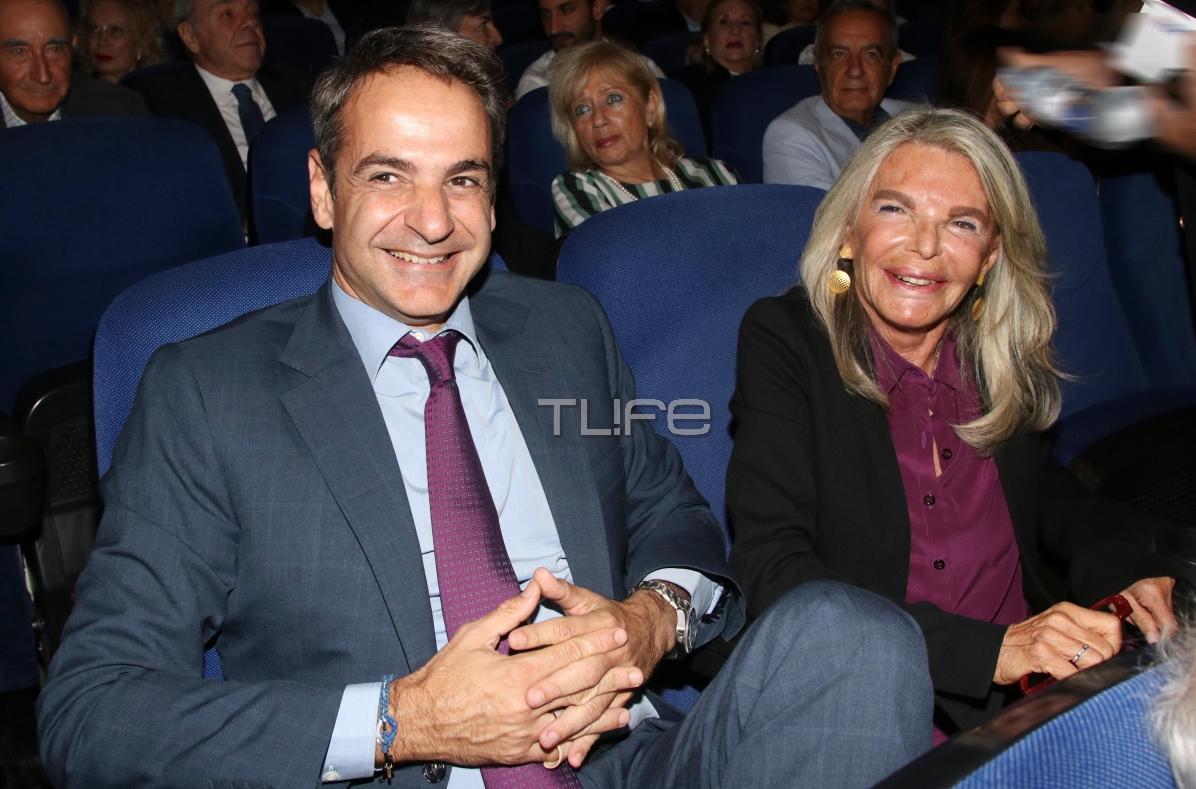 Κυριάκος Μητσοτάκης: Με τηνπεθερά του στην πρεμιέρα της ταινίας για τη ζωή του πατέρα του! | tlife.gr