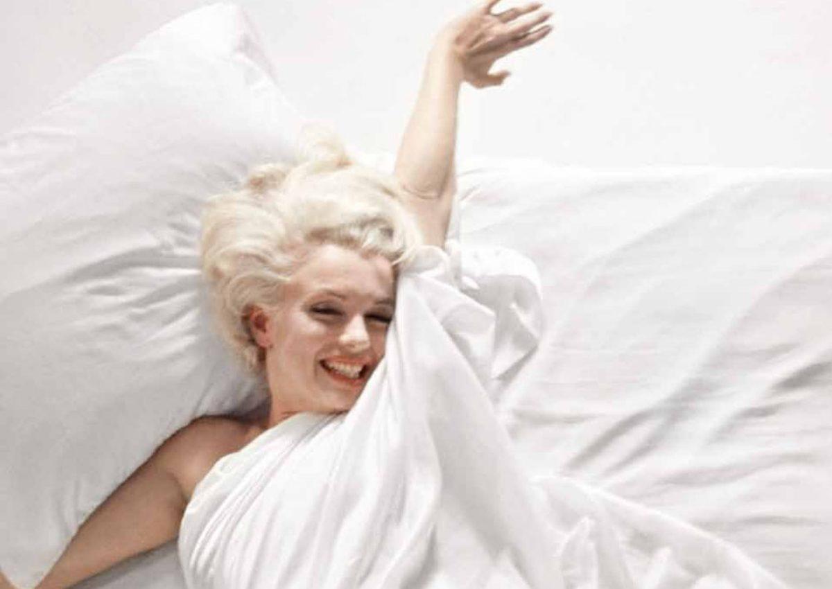 Σε δημοπρασία, η κάμερα της φωτογράφισης «In Bed With Marilyn Monroe»! | tlife.gr