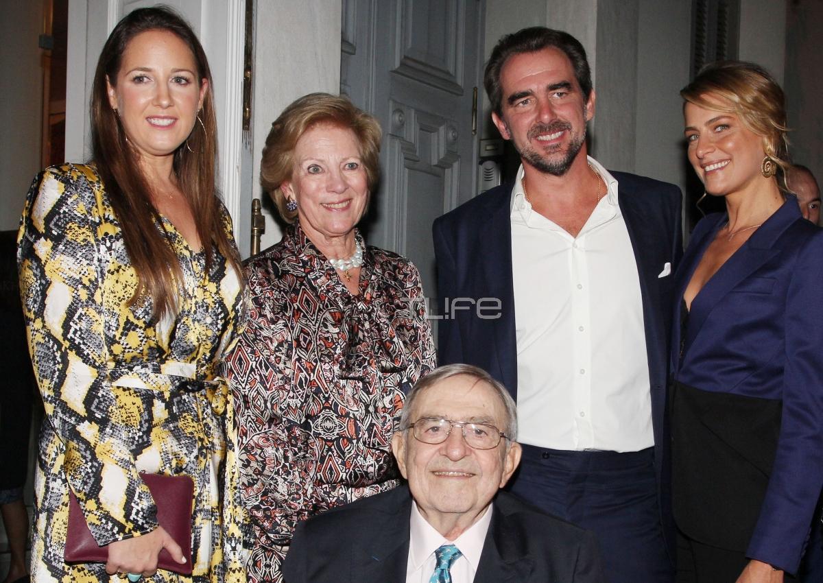 Νικόλαος: Όλη η οικογένεια στο πλευρό του για τα εγκαίνια της έκθεσης του! [pics]