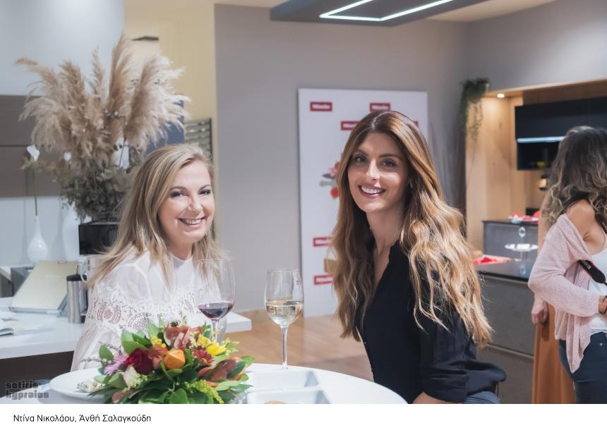 Ντίνα Νικολάου: Οι αγαπημένοι της φίλοι στο πλευρό της για το «Dina's Bakery» [pics] | tlife.gr