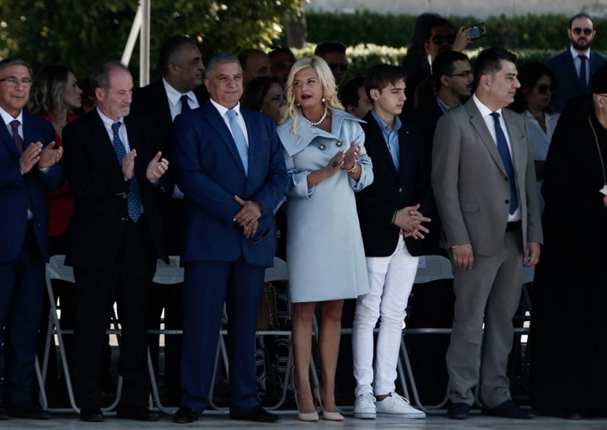 28η Οκτωβρίου: Εντυπωσιακή στα γαλάζια η Μαρίνα Πατούλη στην μαθητική παρέλαση της Αθήνας! [pics]