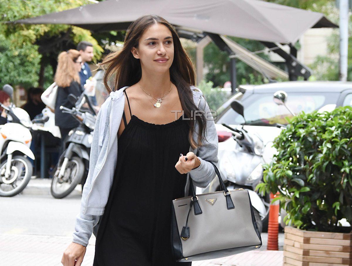 Άννα Πρέλεβιτς: Χαλαρή βόλτα για αγορές με casual look στο Κολωνάκι [pics] | tlife.gr