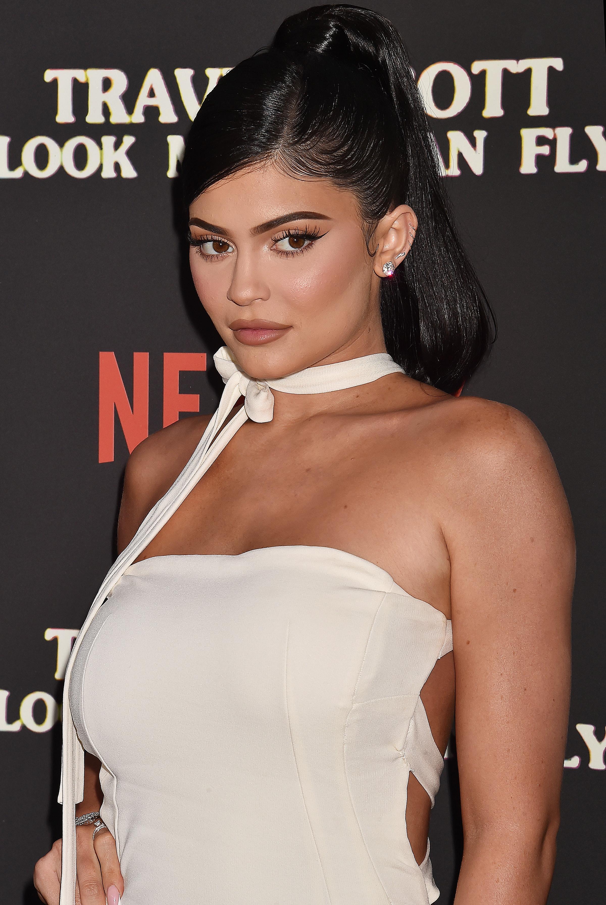 Η Kylie Jenner άλλαξε για εξηκοστή φορά τα μαλλιά της! Πώς λες να τα έκανε;
