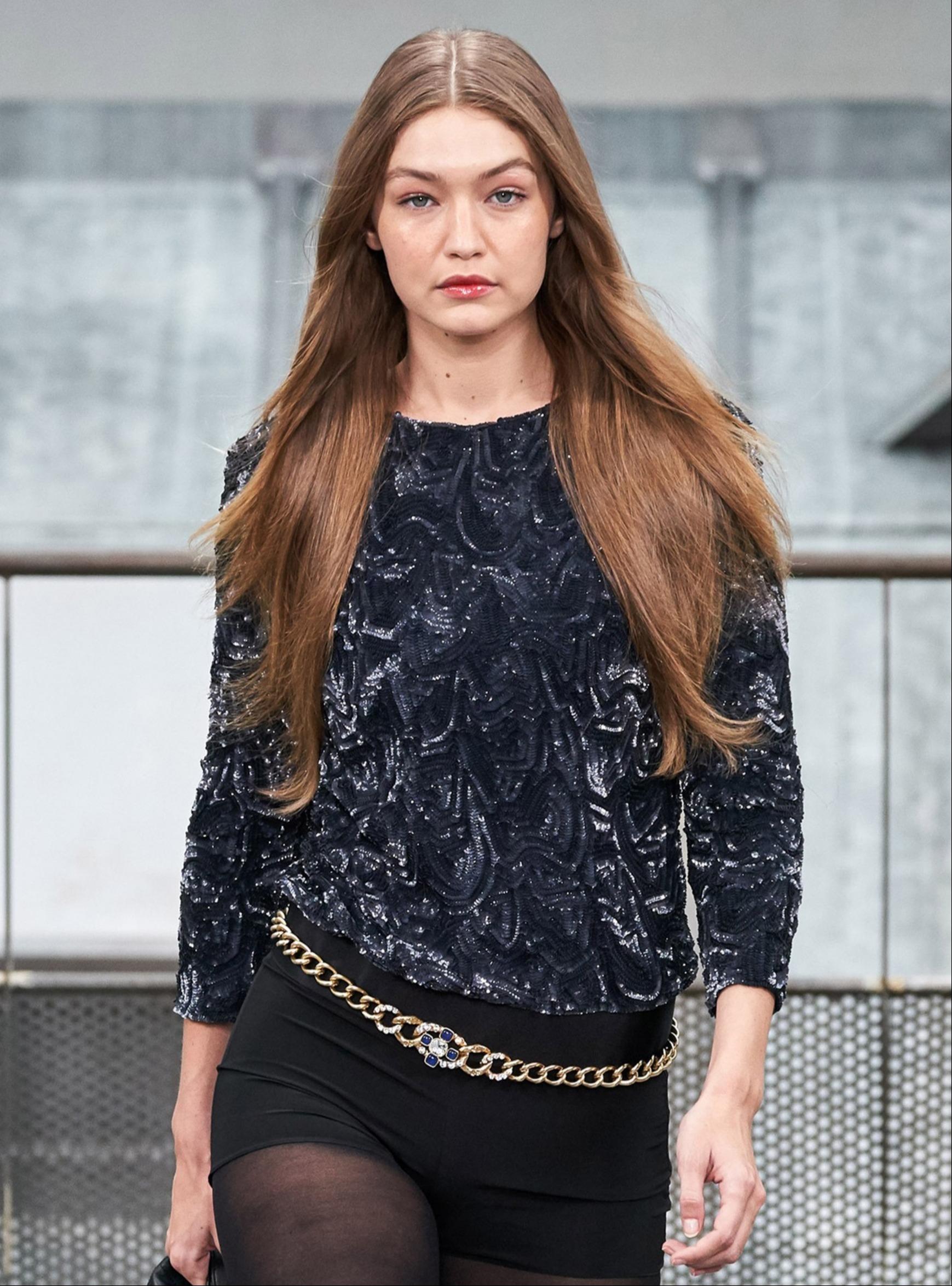 Η Gigi Hadid είναι το πρόσωπο ενός νέου αρώματος που πρέπει να μυρίσεις ο-πωσ-δή-πο-τε!