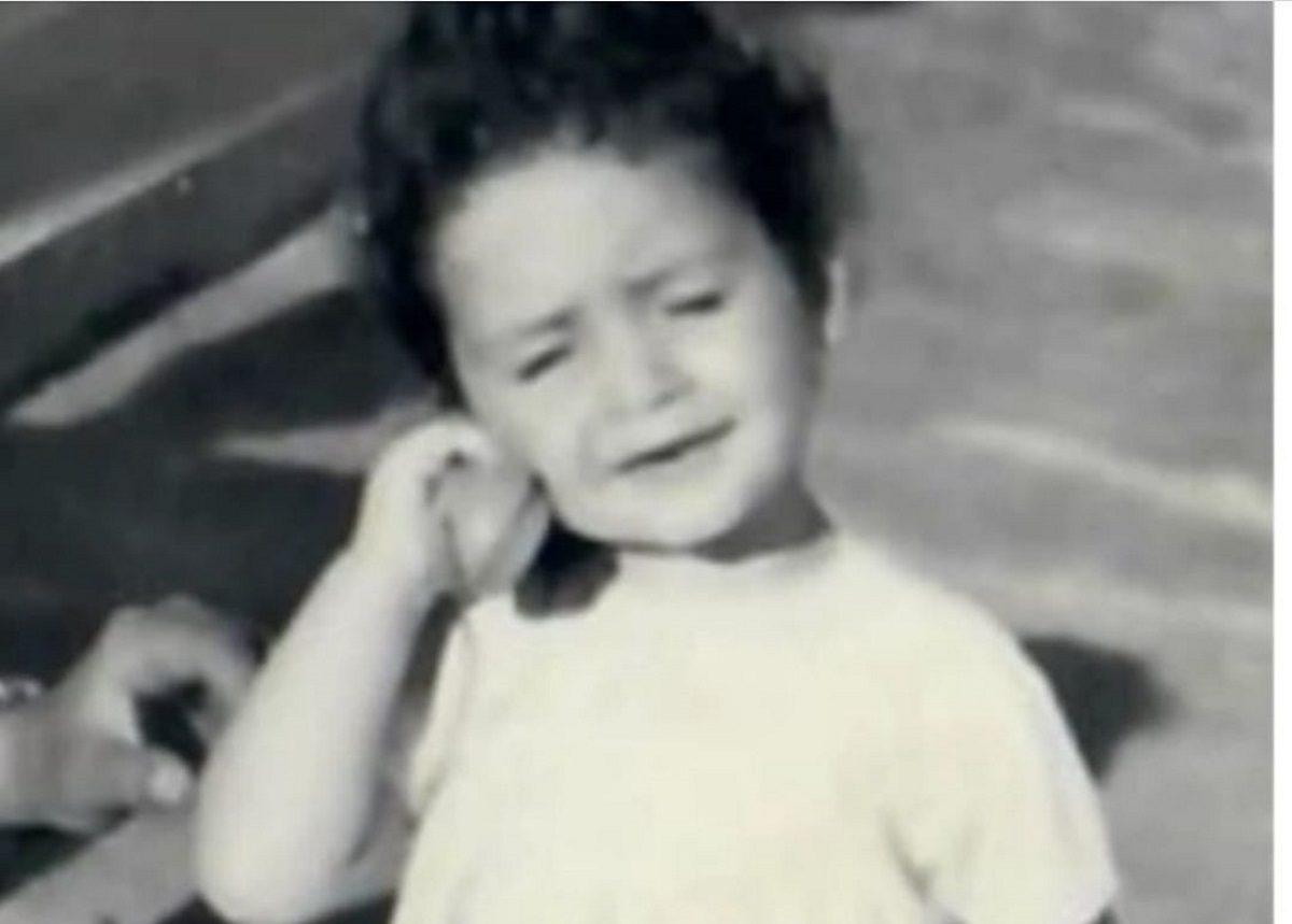 Αναγνωρίζεις το κορίτσι της φωτογραφίας; Είναι πασίγνωστη Ελληνίδα τραγουδίστρια! | tlife.gr
