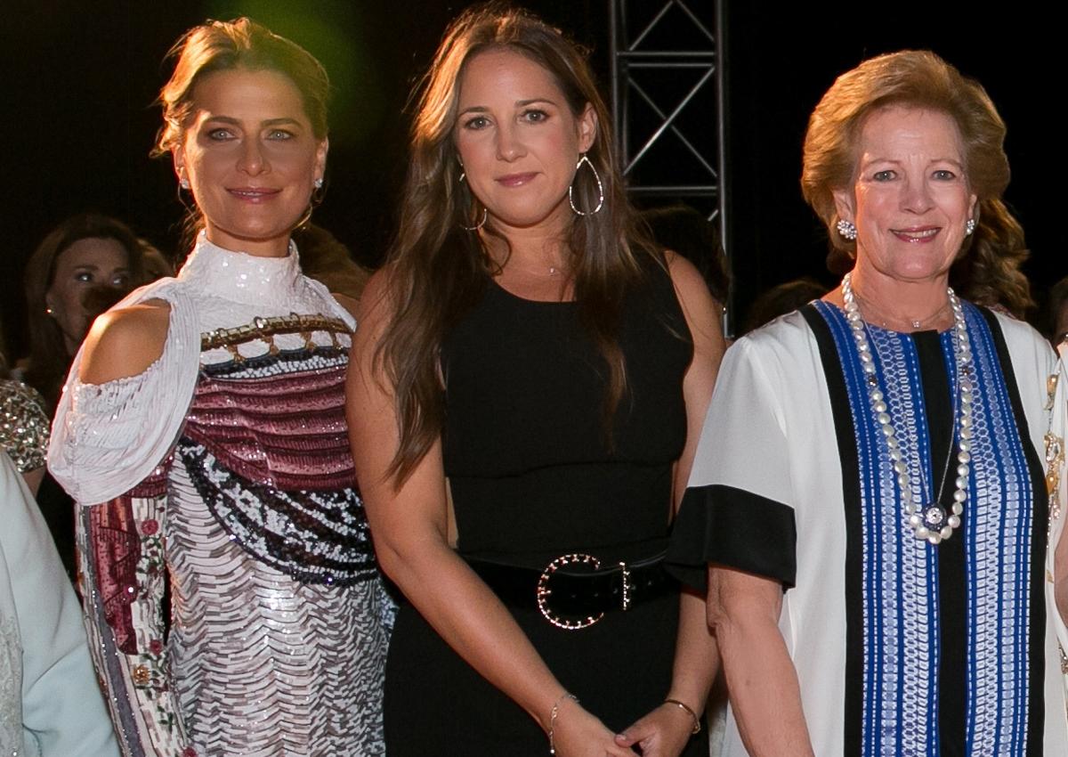 Άννα Μαρία: Με την κόρη και τη νύφη της στο φαντασμαγορικό show της Μαίρης Κατράντζου