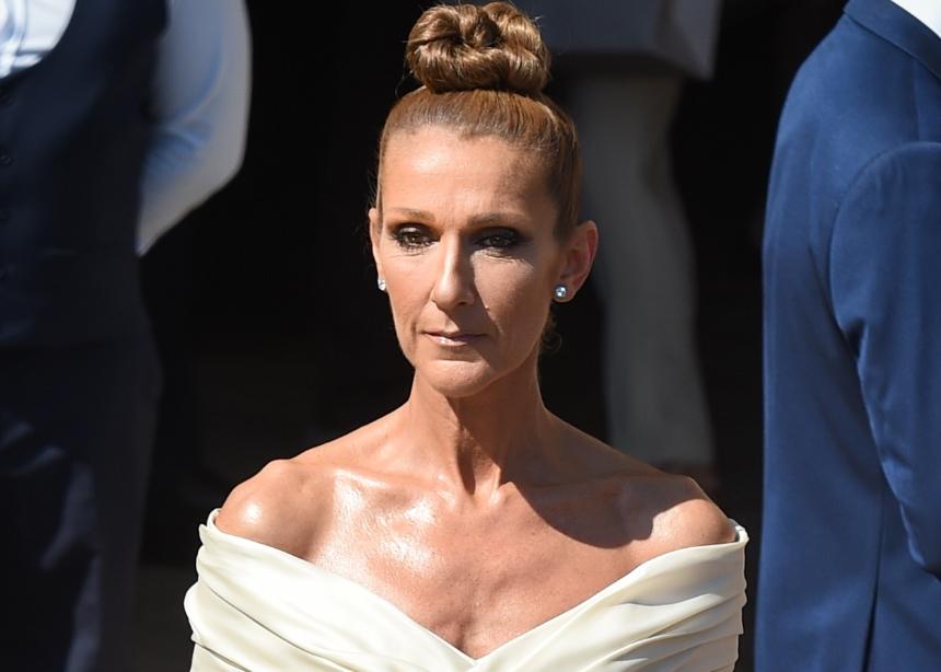 Η Celine Dion παίρνει μαντηλάκια ντεμακιγιάζ και ξεβάφεται στα μισά του νέου της βίντεο κλιπ!