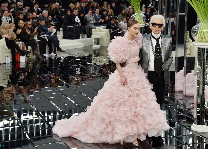 Από την Jackie O μέχρι την Κate Moss όλη η εξέλιξη του οίκου Chanel σε ένα video! Πάτα το play | tlife.gr