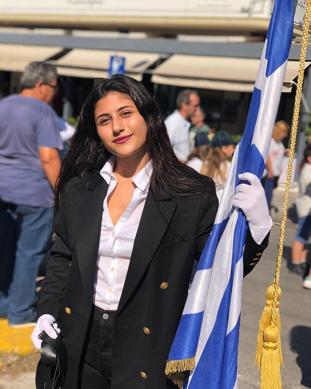 Η σημαιοφόρος είναι κόρη γνωστού Έλληνα ηθοποιού! [pics]