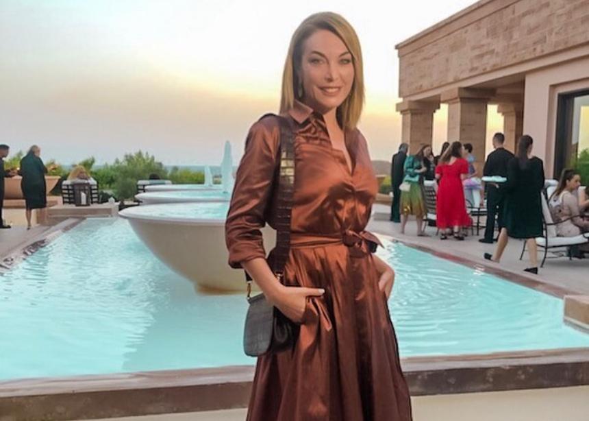 Η Τατιάνα με chic εμφάνιση στο fashion show της Μαίρης Κατράντζου στο Σούνιο | tlife.gr
