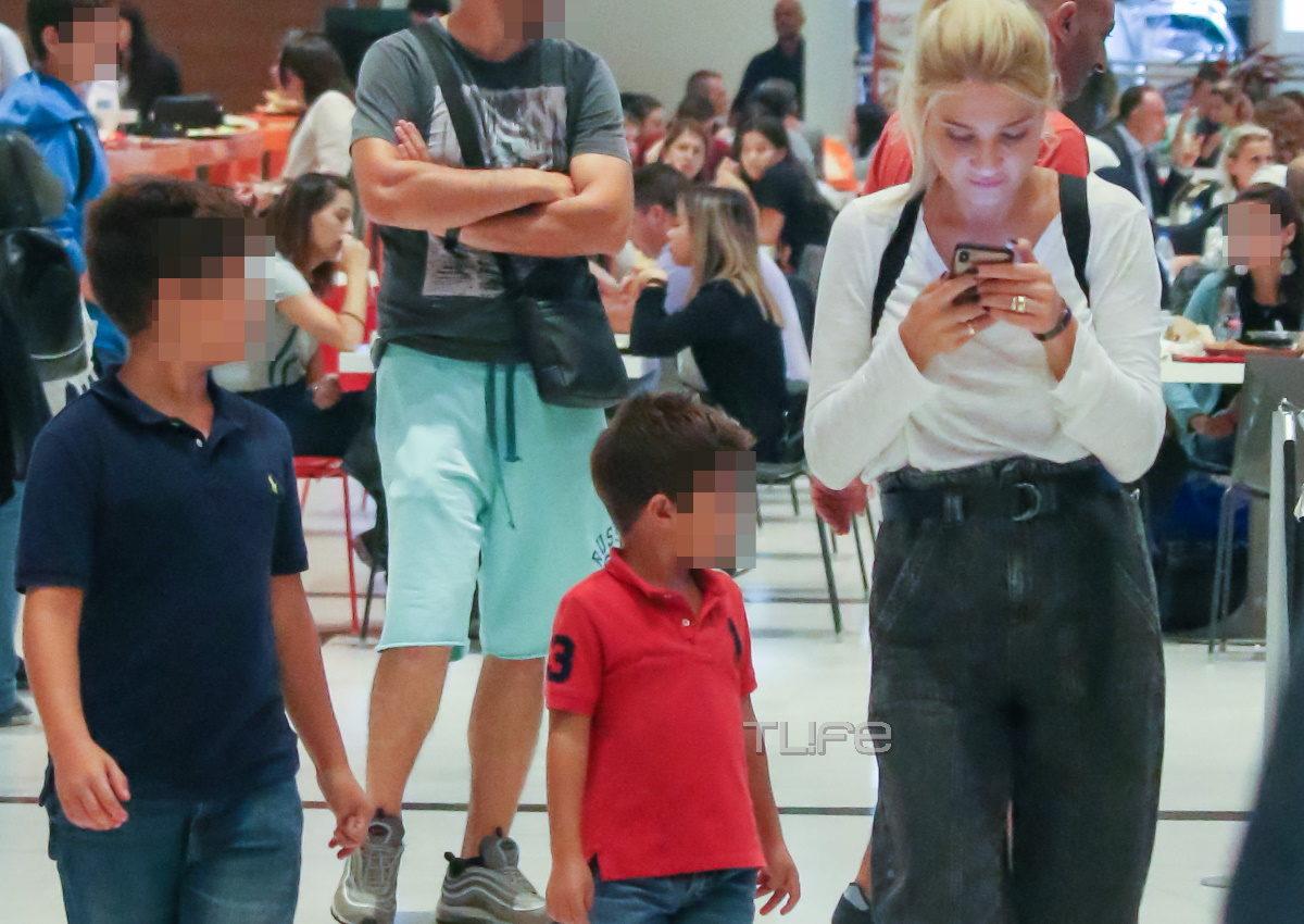 Φαίη Σκορδά: Tρυφερές οικογενειακές στιγμές με τους γιους της σε εμπορικό κέντρο! [pics] | tlife.gr