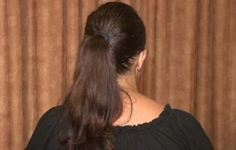 """""""Έσερνε την δασκάλα από τα μαλλιά""""! Αποκαλύψεις της μητέρας για τον ξυλοδαρμό στο σχολείο της Κρήτης"""