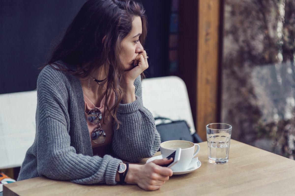 Κατάθλιψη: Ποια είναι τα σημάδια που πρέπει να σε προβληματίσουν και τι πρέπει να κάνεις   tlife.gr