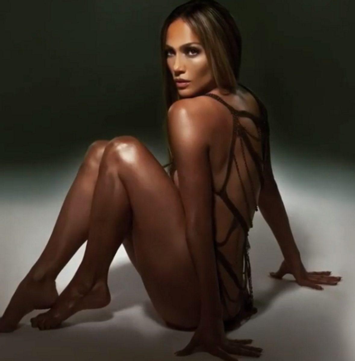 Jennifer Lopez: Φωτιά στα 50! Φωτογραφίζεται μόνο με λίγα… σχοινιά για το νέο της τραγούδι! | tlife.gr