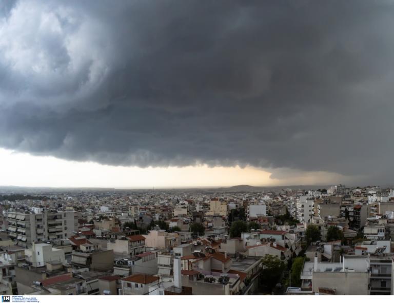 Καιρός αύριο: Βουτιά της θερμοκρασίας και βροχές