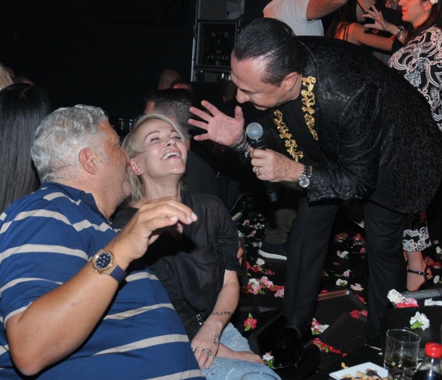 Νατάσα Καλογρίδη: Χωρίς ίχνος μακιγιάζ, διασκέδασε με γνωστό επιχειρηματία στον ΛεΠα! Φωτογραφίες | tlife.gr