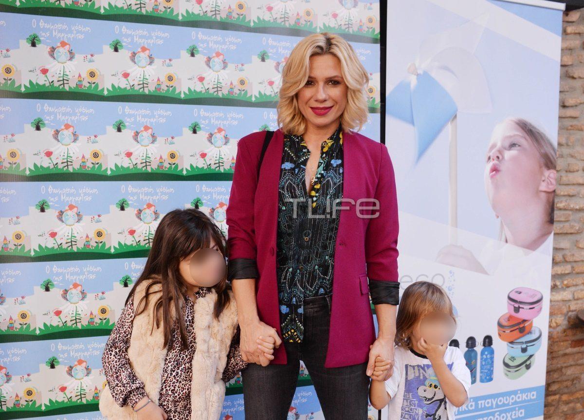 Κατερίνα Καραβάτου: Παντού μαζί με τα παιδιά της – Η οικογενειακή έξοδος στο θέατρο [pics]   tlife.gr