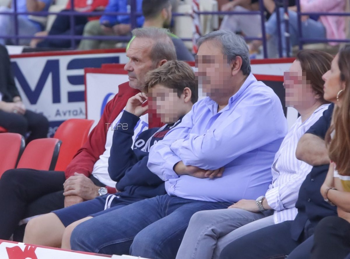 Πέτρος Κωστόπουλος: Χαλαρές στιγμές με τον γιο του Μάξιμο στο γήπεδο! [pics] | tlife.gr