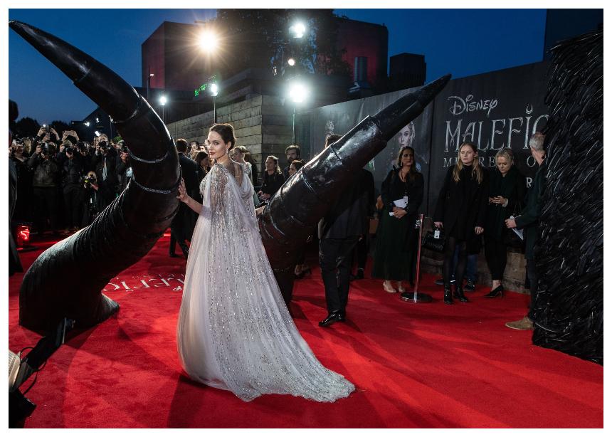 OMG! H Angelina Jolie κόβει την ανάσα με αυτή την red carpet εμφάνιση της