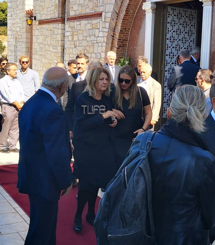 Σοφία Κοκοσαλάκη: Συντετριμμένοι οι γονείς της στο τελευταίο αντίο | tlife.gr