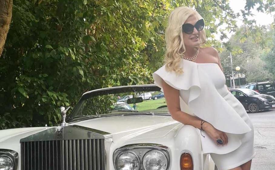 Μαρίνα Πατούλη: Ποζάρει σε πολυτελές vintage αμάξι με εντυπωσιακό look! Φωτογραφίες | tlife.gr