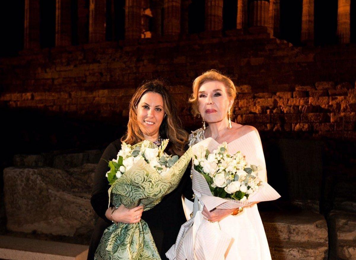 Ο ξένος τύπος αποθέωσε το fashion show της Μαίρης Κατράντζου και της «ΕΛΠΙΔΑΣ»   tlife.gr