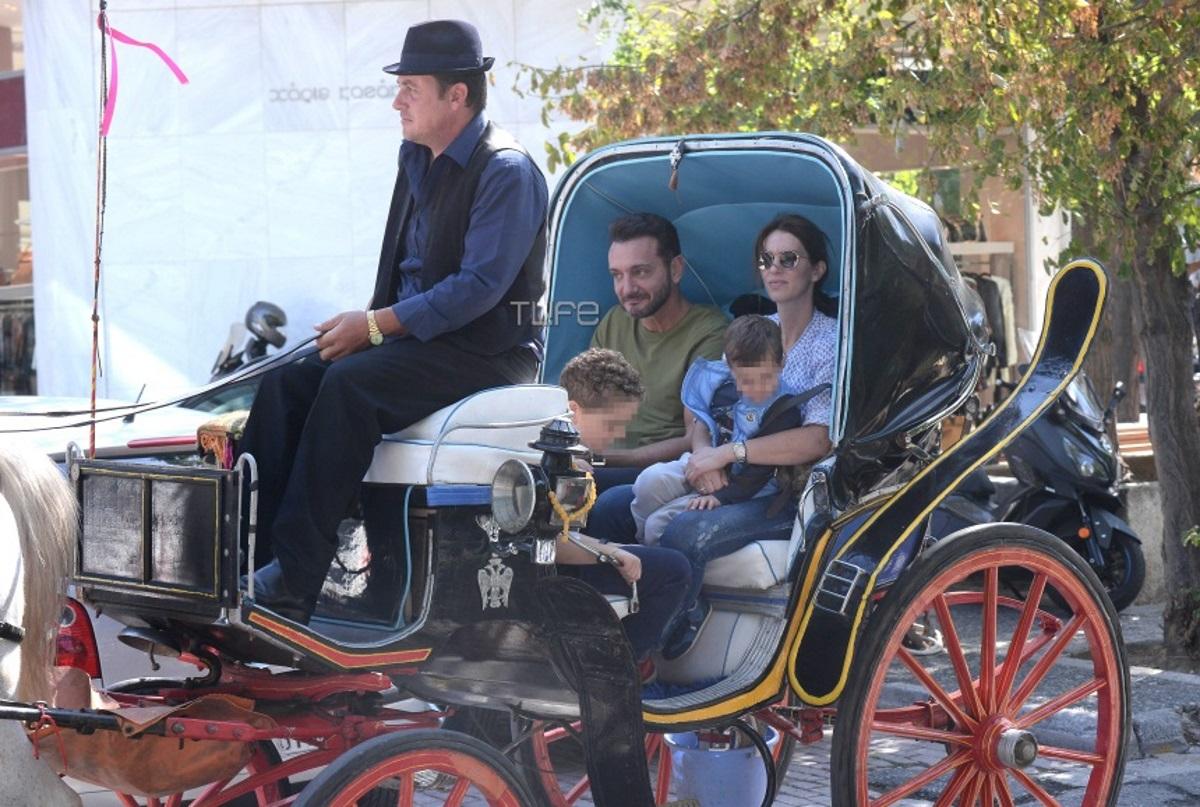 Χρήστος Μενιδιάτης: Οικογενειακή βόλτα με άμαξα στην Κηφισιά! Φωτογραφίες