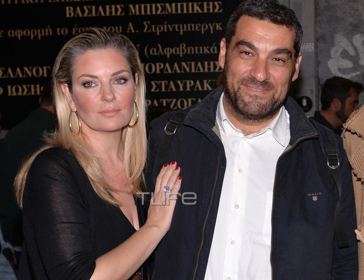 Ελισάβετ Μουτάφη: Βραδινή έξοδος στο θέατρο μαζί με τον σύζυγό της, Μάνο Νιφλή [pics]