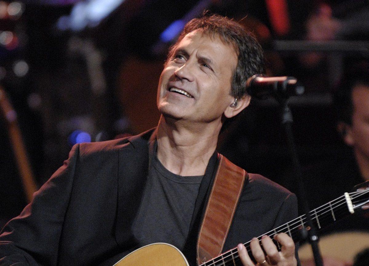 Γιάννης Σπανός: Ραγίζει καρδιές το «αντίο» του Γιώργου Νταλάρα στον μεγάλο συνθέτη | tlife.gr
