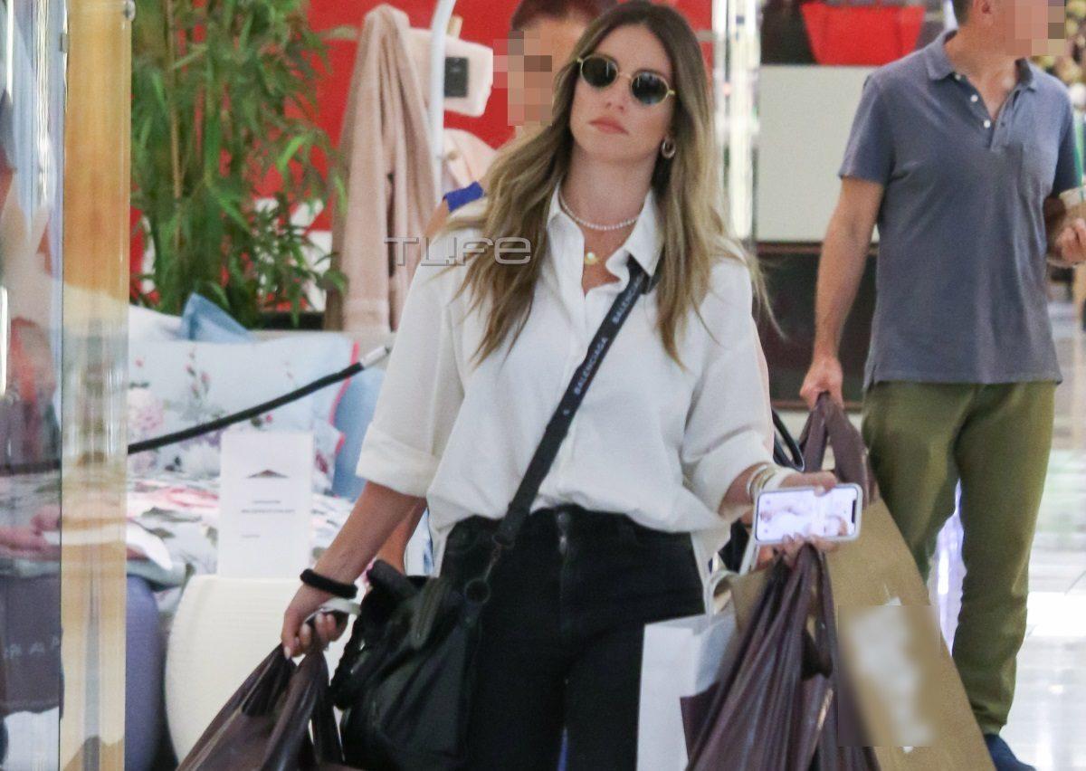 Αθηνά Οικονομάκου: Με casual look για αγορές στα βόρεια προάστια! [pics] | tlife.gr