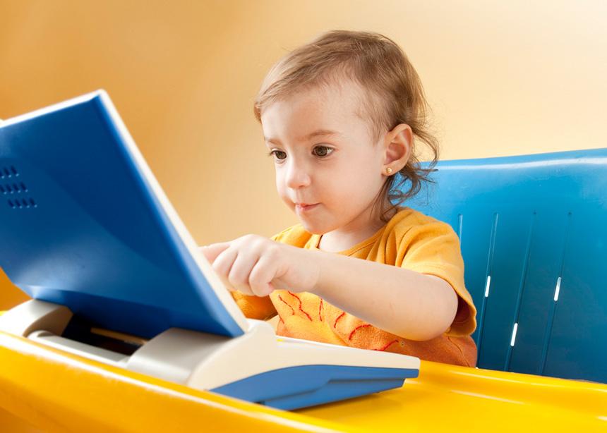 Tips για να επιλέξεις τη σωστή καρέκλα και τραπέζι για το παιδάκι σου | tlife.gr