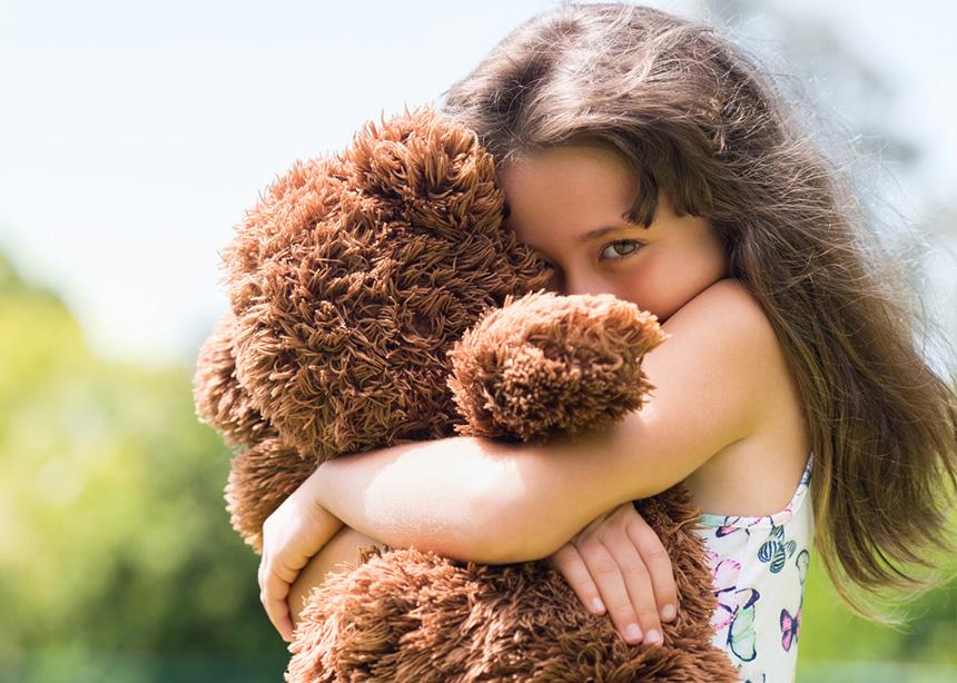 Έτσι, θα βοηθήσεις το ντροπαλό παιδί σου να κάνει νέους φίλους!   tlife.gr