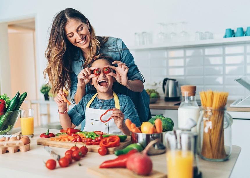 Θες να αρχίσει να τρώει λαχανικά; Με αυτά τα κόλπα θα τα καταφέρεις! | tlife.gr