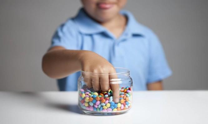 Πώς να μειώσεις τη ζάχαρη που παίρνει συνολικά το παιδί – 5 έξυπνοι τρόποι