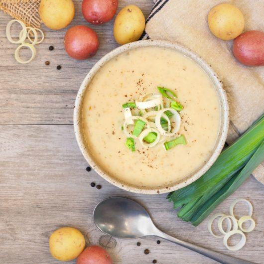 Σούπα πατάτας με ψάρι και τυρί | tlife.gr