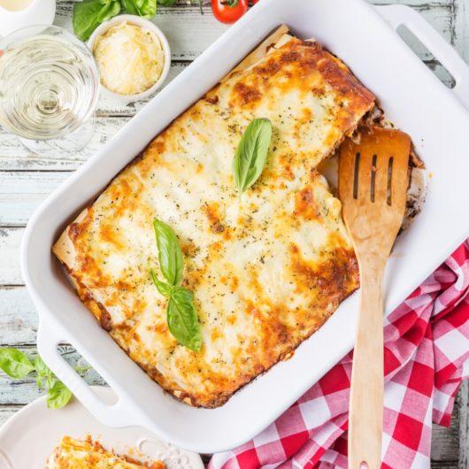 Λαχταριστά λαζάνια στο φούρνο με mix τυριών | tlife.gr