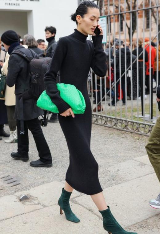 Παρίσι με neon bag | tlife.gr