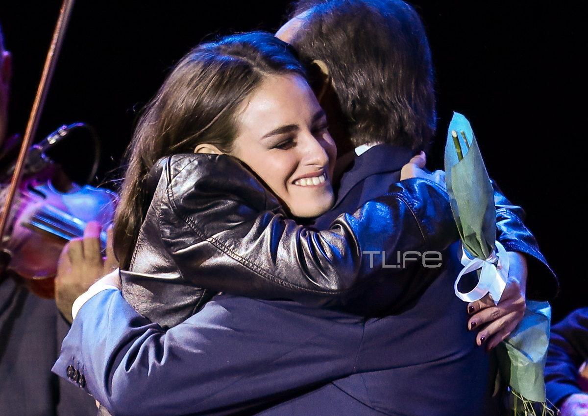 Τόλης Βοσκόπουλος: Η συγκινητική στιγμή με την κούκλα κόρη του, Μαρία, σε συναυλία του! [pics] | tlife.gr
