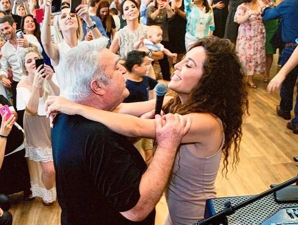 Πασχάλης Τερζής: Σπάνια εμφάνιση! Τραγουδά μετά από καιρό με την κόρη του Γιάννα και συγκινεί! VIDEO | tlife.gr