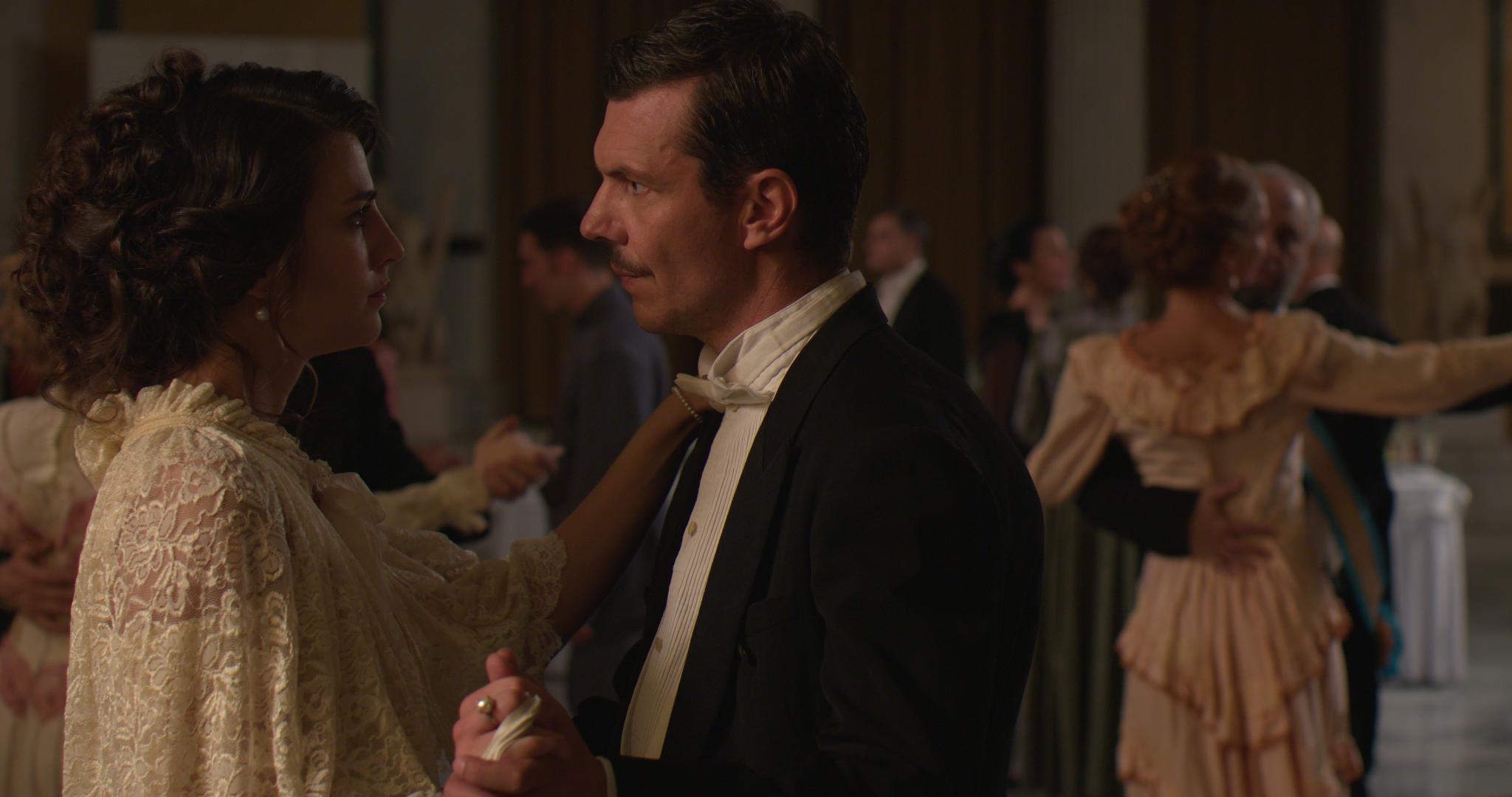 Κόκκινο Ποτάμι: Η Ιφιγένεια φτάνει στο Παρίσι για σπουδές και ο έρωτας με τον Μίλτο αναζωπυρώνεται!