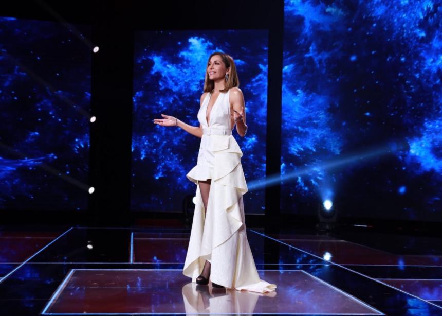 Η Δέσποινα Βανδή με Couture φόρεμα!