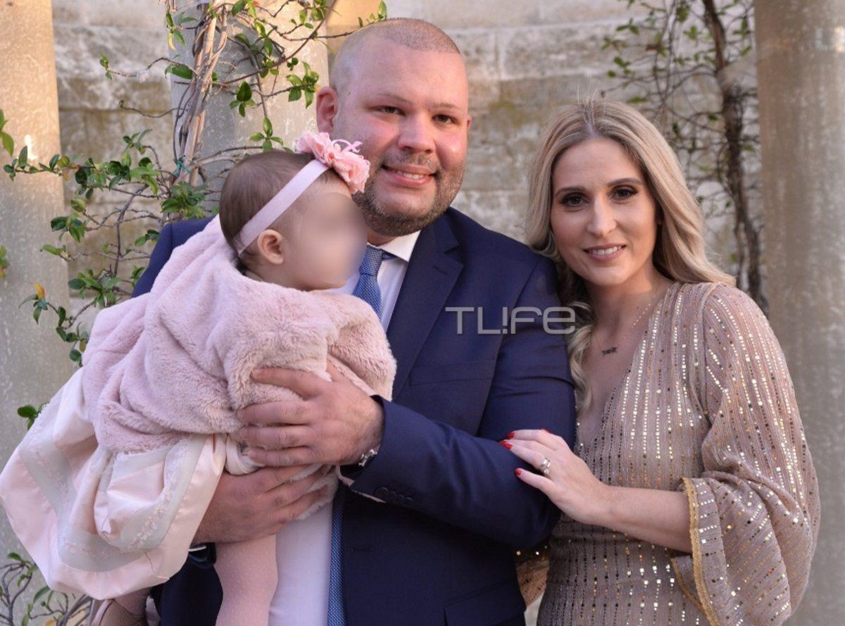 Ο Αιμίλιος Βουγιουκλάκης βάπτισε την κόρη του! Και το όνομα αυτής… Αλίκη – Φωτογραφίες | tlife.gr
