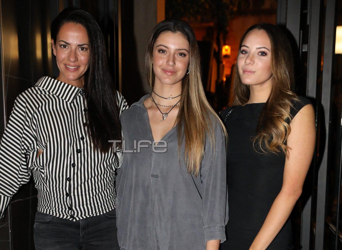 Εύη Αδάμ: Η βραδινή έξοδος με τις πανέμορφες κόρες της στο κέντρο της Αθήνας [pics] | tlife.gr
