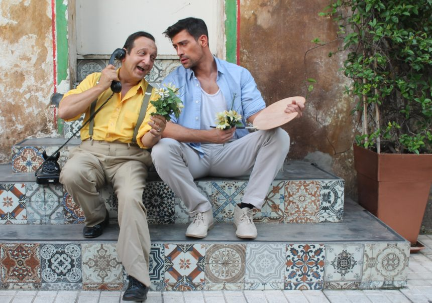 «Ανεβαίνοντας τη σκάλα»: Η σπαρταριστή κωμωδία επέστρεψε για δεύτερη χρονιά στο θέατρο Αλκμήνη! | tlife.gr