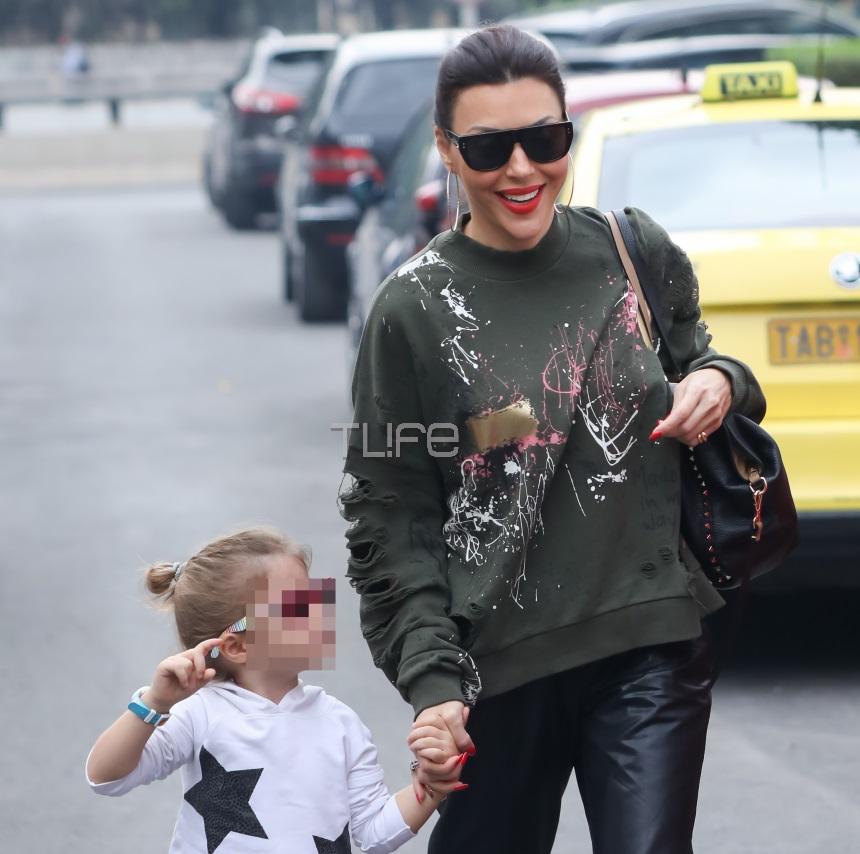 Σίσσυ Φειδά: Είναι αχώριστη με την κόρη της! Οι βόλτες τους στο Ψυχικό [pics] | tlife.gr