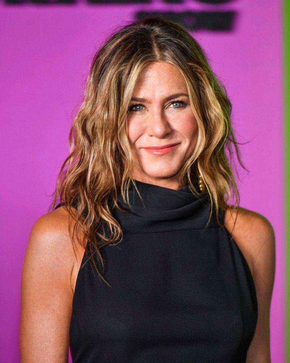 Πώς πετυχαίνει η Jennifer Aniston αυτά τα κυματιστά μαλλιά! | tlife.gr