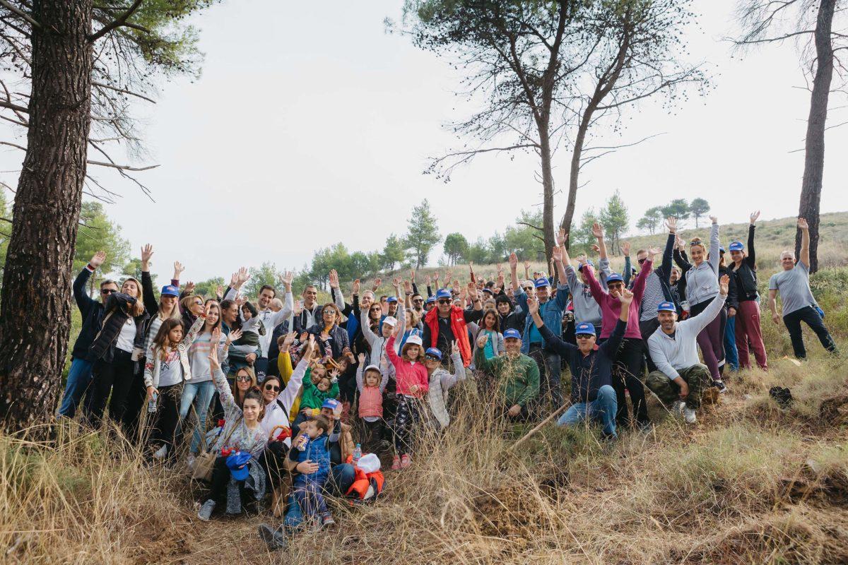 Οι εθελοντές της ΜΕΛΙΣΣΑ ΚΙΚΙΖΑΣ βοηθούν το περιβάλλον αναδασώνοντας καμένη δασική περιοχή! | tlife.gr