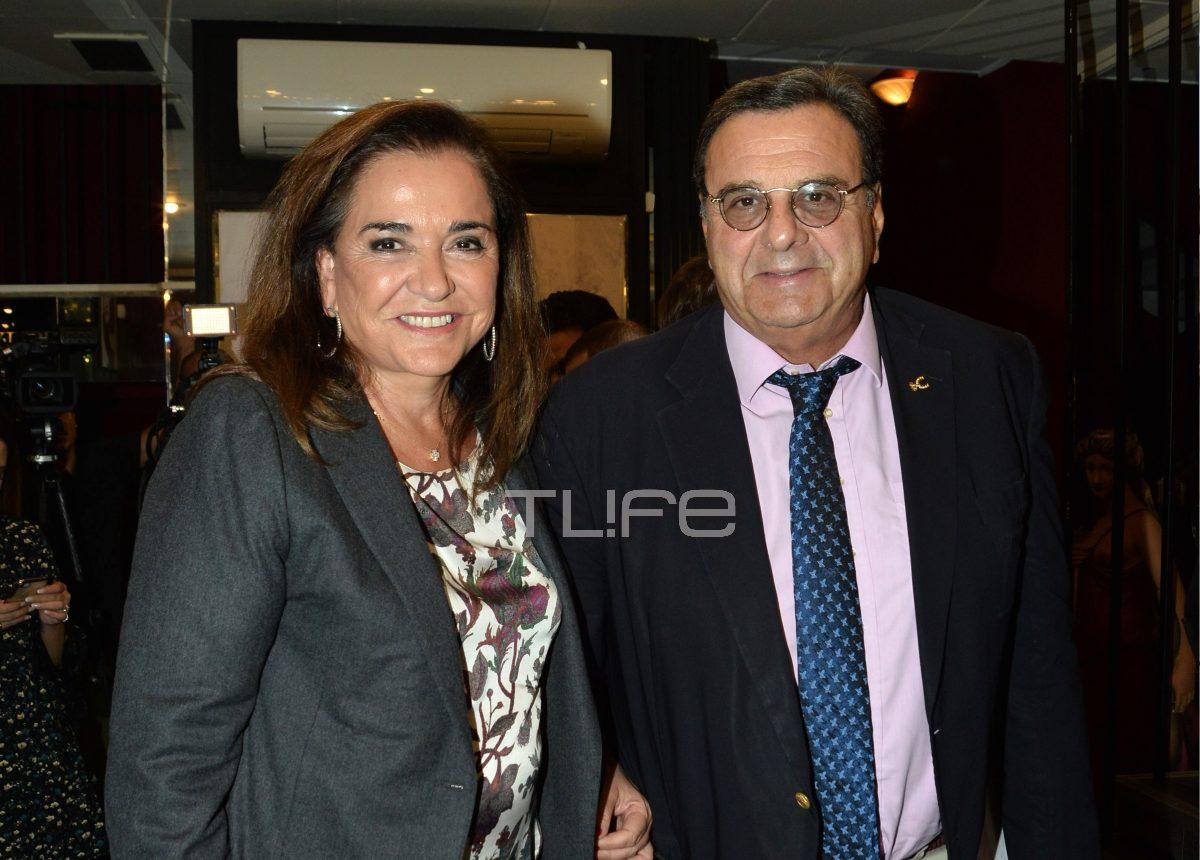 Ντόρα Μπακογιάννη: Με τον σύζυγό της στο θέατρο! [pics]   tlife.gr