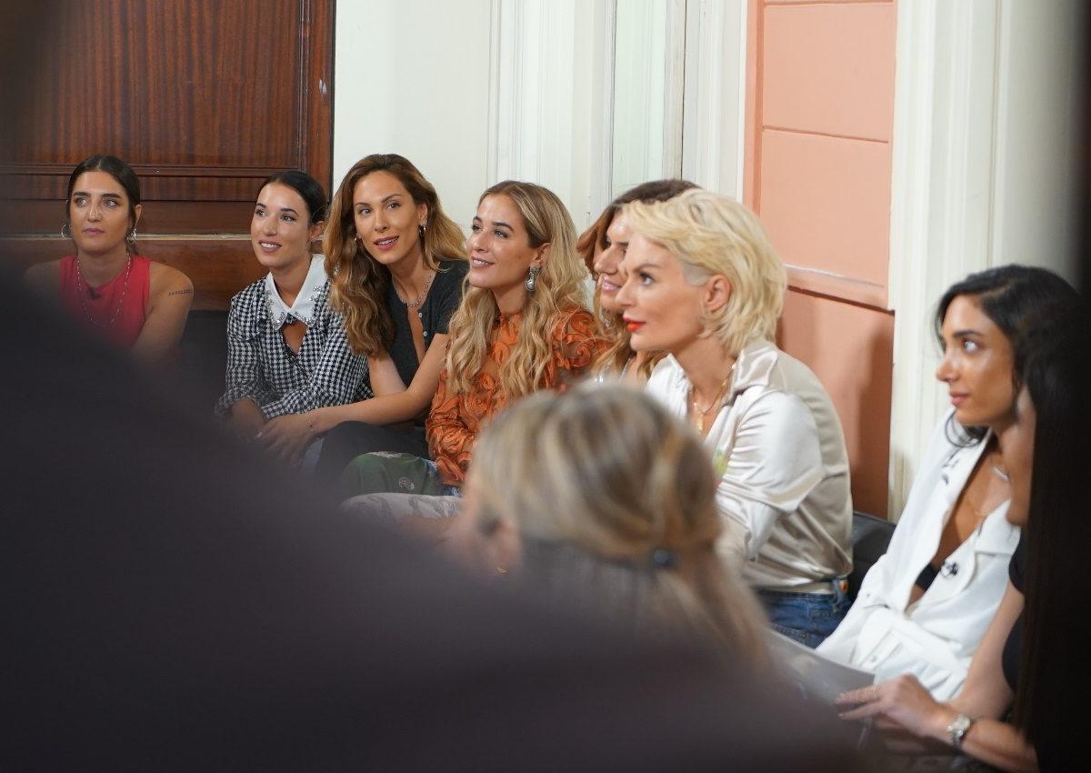 GNTM: Tα κορίτσια περνούν από το πρώτο τους casting και ποζάρουν στον φακό ενός κούκλου φωτογράφου! | tlife.gr
