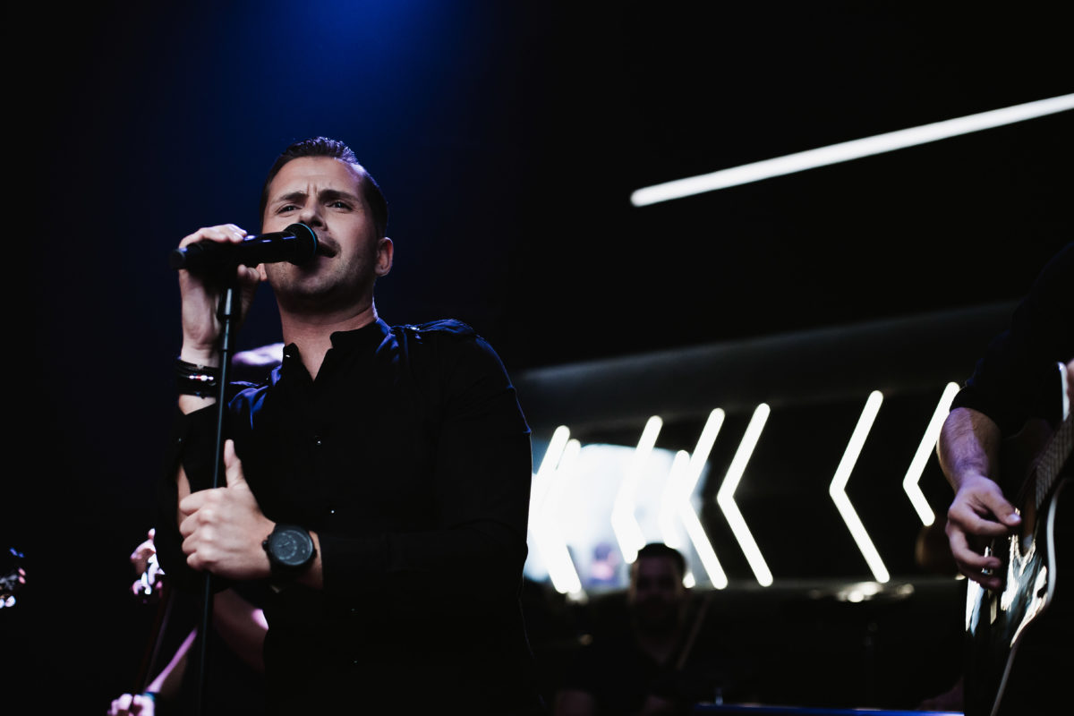 Ανδρέας Δρακόπουλος: Επιστρέφει μ΄ένα άκρως ανεβαστικό Live 2Κ20! | tlife.gr